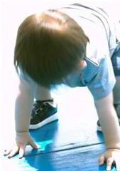 child bending over displaying symptoms of proprioceptive dysfunction